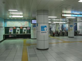 勝どき駅改札口(北側)