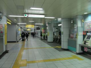 勝どき駅改札口(南側)