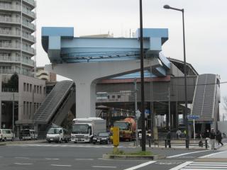 新交通ゆりかもめ豊洲駅のエンドレール。勝どき方面に曲がって設置されている。