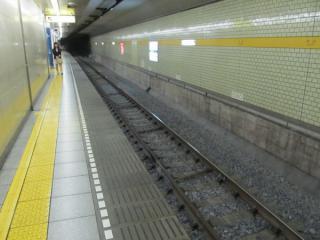 千川駅のA線の軌道は移設に備えてバラスト軌道化された。
