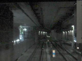 小竹向原駅側の連絡線合流地点。既設トンネルの側壁が撤去され、新設トンネルが見えるようになった。