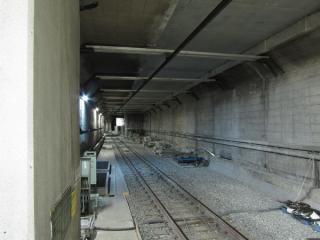 8月19日に撮影した千川駅側の連絡線取り付け部分。奥にシールドトンネルが見えている。