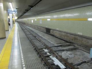 B線のホーム部分もバラスト軌道に改造された。