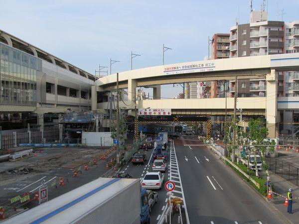 京急蒲田駅東側、空港線の第一京浜踏切