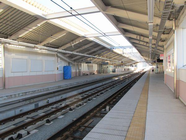 仮設ホームの撤去が完了した梅屋敷駅