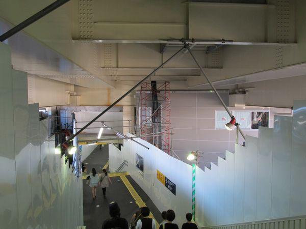 中2階では駅舎の構築が始まった。