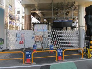 わずか2週間で閉鎖された上り線ホーム専用改札口。