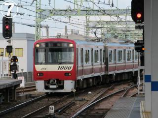 京急川崎駅6番線に進入