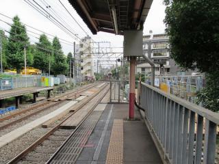 小田原方でホーム延長工事が始まった参宮橋駅