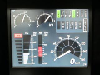 計器モニター。ハンドル操作やシミュレータの走行にあわせて数値がリアルタイムで変化する。