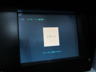 TIMSモニターは運転情報の表示や途中解説員から出される設問へ解答する際使用する。