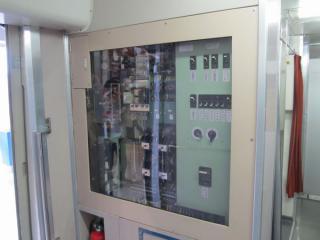 デッキの配電盤は透明なアクリル板となっており、内部が見えるようになっている。