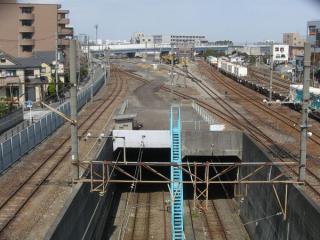 東海道貨物線羽田トンネル坑口