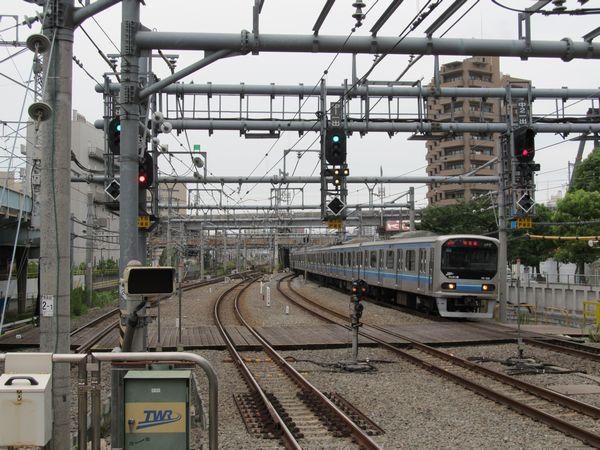 大崎駅5・6番線ホームから新木場・蛇窪方面を見る。