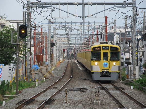 大泉学園駅の石神井公園方では仮線の軌道敷設が開始された。