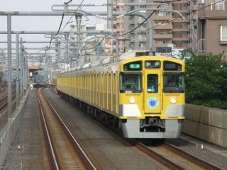2003年に高架化・複々線化が完了した富士見台駅付近。