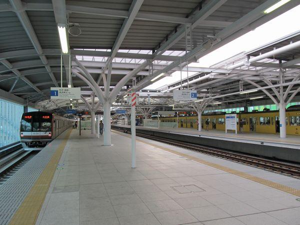 2面4線化が完成した石神井公園駅。左が今回使用を開始した1番線。