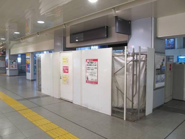 12月7日より使用開始となる8番線へ降りる階段。