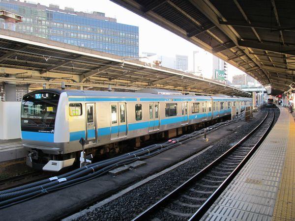 新橋駅3番線に停車中の京浜東北線E233系