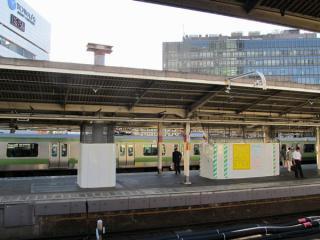 山手線外回り(4番線)・京浜東北線南行(3番線)ホーム品川寄りに設置された大屋根用の支柱。