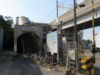 北初富駅の駅舎。