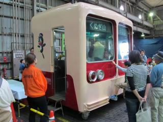 展示されていた廃車済みの8000形(8502編成)の先頭部