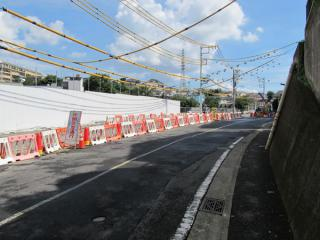 周辺道路で行われている水路の付け替え工事はおおむね完了した。