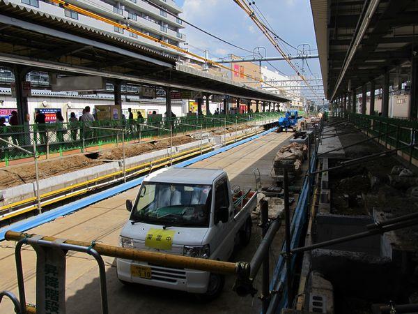上下線とも本線が使用停止となっている瀬谷駅
