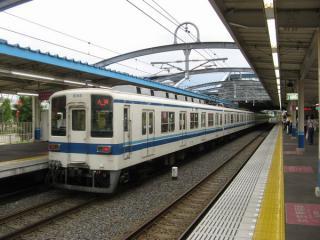 2005年のつくばエクスプレス線開業と同時に新設された流山おおたかの森駅。