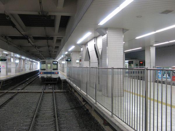 柏駅は頭端式ホームとなっており、船橋方面・大宮方面が同一平面上で乗り換えできる。
