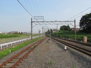 清水公園駅のホーム端から愛宕駅方面を見る。左の線路(3番線)は使用停止中。