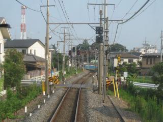 野田市駅場内信号機付近で仮線用地は左側(東側)に移動する。