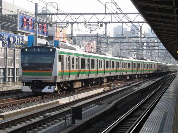 上野駅6~9番線到着列車は御徒町駅脇のポイントで転線する。