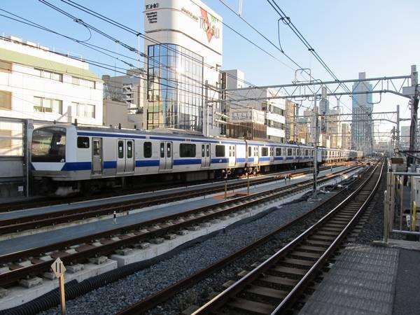 秋葉原駅付近にある留置線に出入りする列車は引き続き一番東側の線路を通る。
