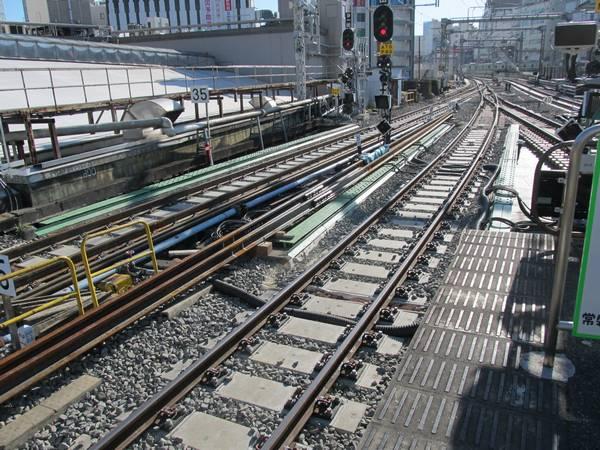 上野駅6~9番線東京寄りではTC型省力化軌道への更新・レールの60kg化などが継続中