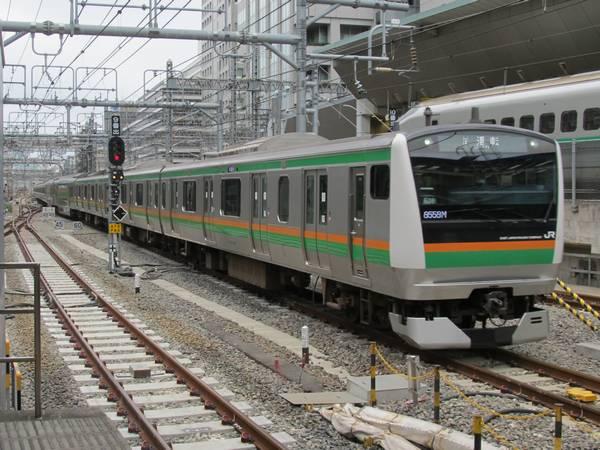 東京駅に到着するE233系上野東京ライン試運転列車
