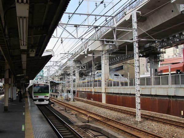 神田付近で進む東北縦貫線の高架橋建設