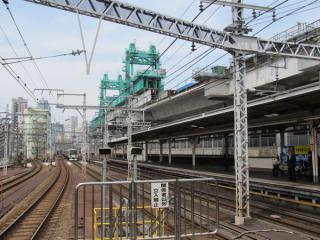 神田駅のホーム端から秋葉原駅方向を見る。