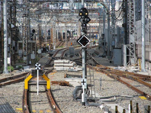東京駅7・8番線ホームから上野方面を見る。左側の軌道の敷設もほぼ完了した。