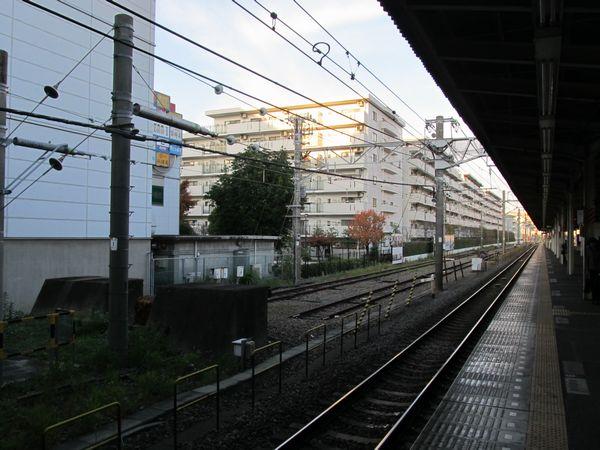 保土ヶ谷駅の留置線は貨物駅の名残。