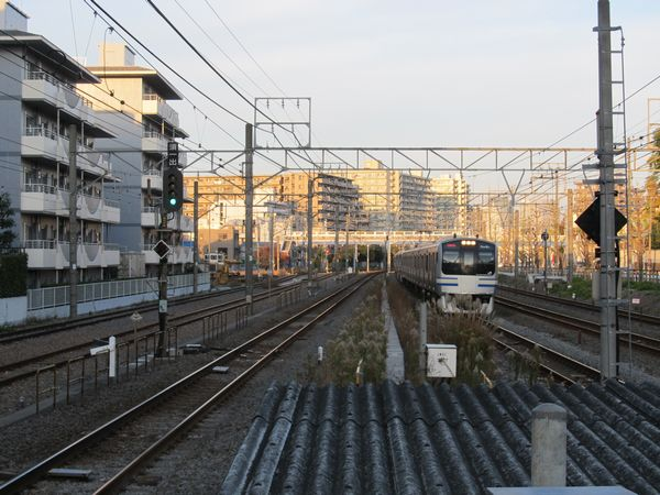 横浜方の保守基地も貨物駅の名残。