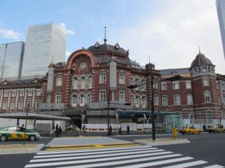 足場が取り外され、全体が見えるようになった東京駅丸の内赤レンガ駅舎。