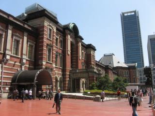 2007年5月4日の同じ場所。両側の塔屋を見ると3階部分がまだ無いことがわかる。