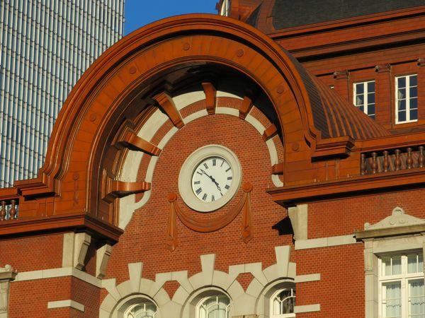 南口ドームの側面に埋め込まれた時計