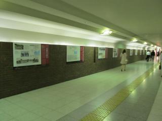 京葉線東京駅連絡通路で行われているパネル展