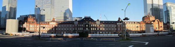 復原工事が完了した東京駅丸の内赤レンガ駅舎の全景