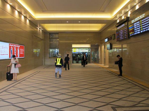 完成した丸の内中央改札口。