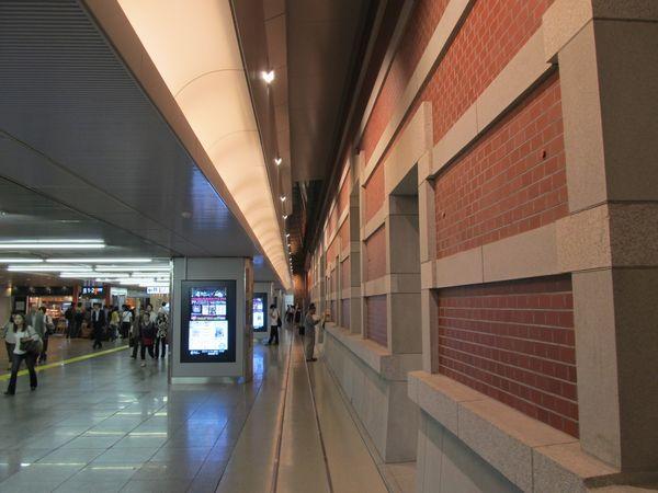 改札内通路に面した壁面も公開された。