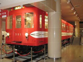 丸ノ内線1995年まで使用されていた300形。第1号車は葛西の地下鉄博物館に保存・展示されている。