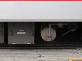 渋谷方先頭車5150形の床下に搭載されたATO装置と台車中継弁(右のエアタンク)